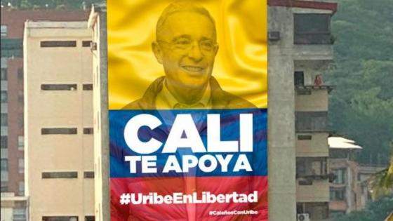 valla Álvaro Uribe Photoshop