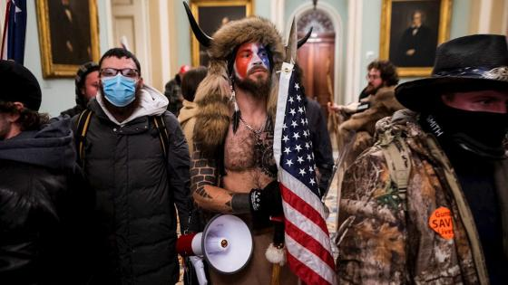 Ataque al Capitolio: ¿qué hay tras el hombre de los cuernos?   KienyKe