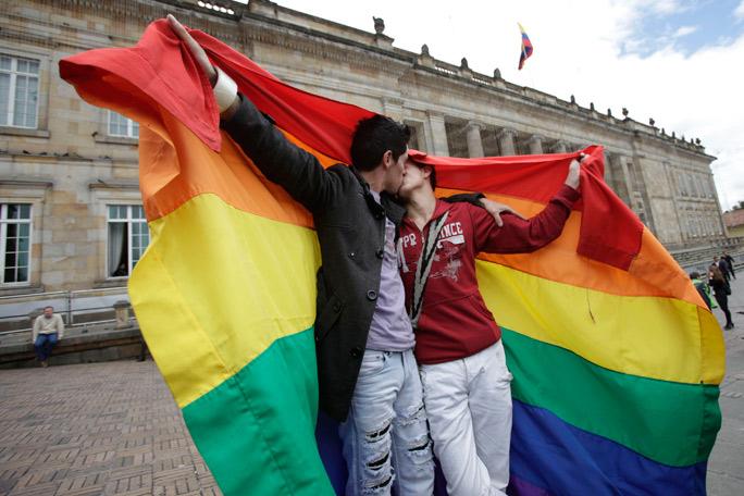 La 'besatón' contra la homofobia