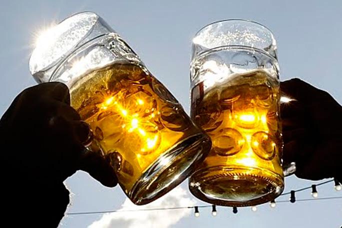 Bebiendo cerveza