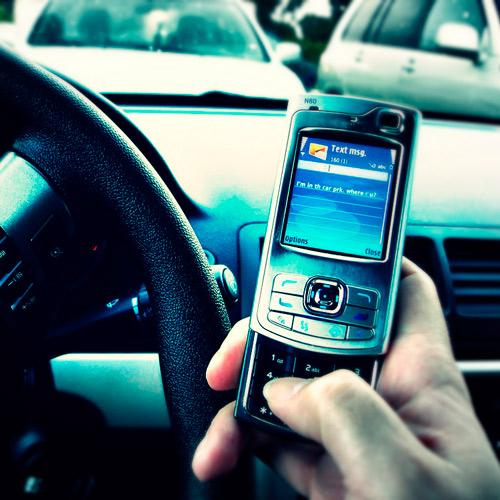 Conducir y usar celular