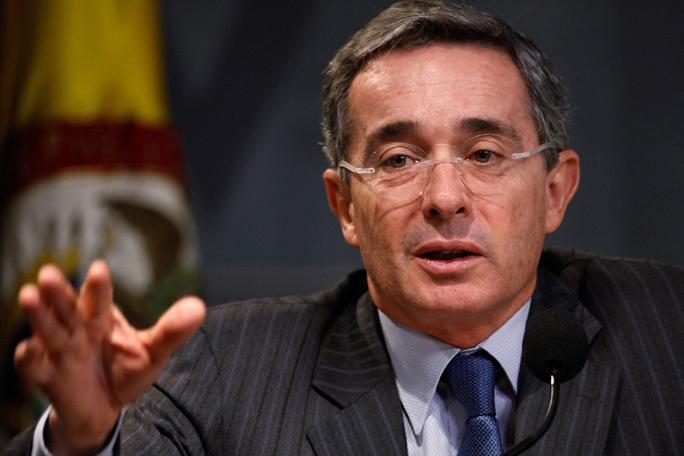 Álvaro Uribe, Kienyke