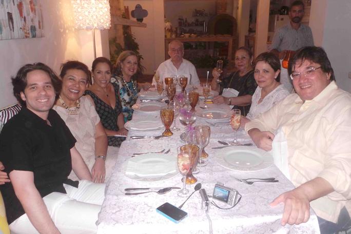 Gabo, Juan Pablo Bustamante, Piedad Román, Fernanda Familiar, Cecilia Bustamante, Mercedes, Marcela Briz y Jaime Abello, Kienyke