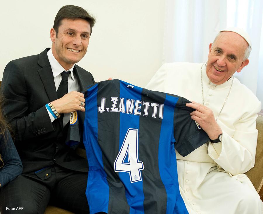 Zanetti y Papa Francisco, kienyke