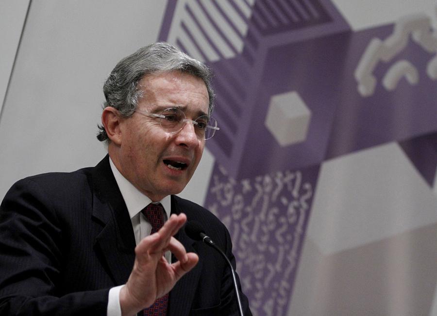Álvaro Uribe, Colombia, Kienyke