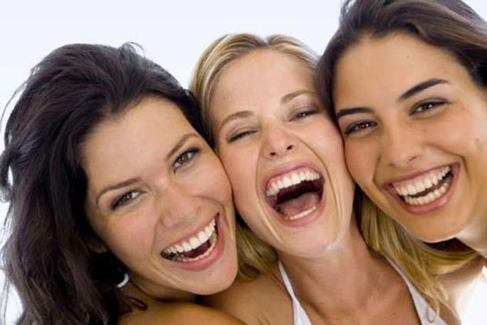 mujeres riendo, kienyke