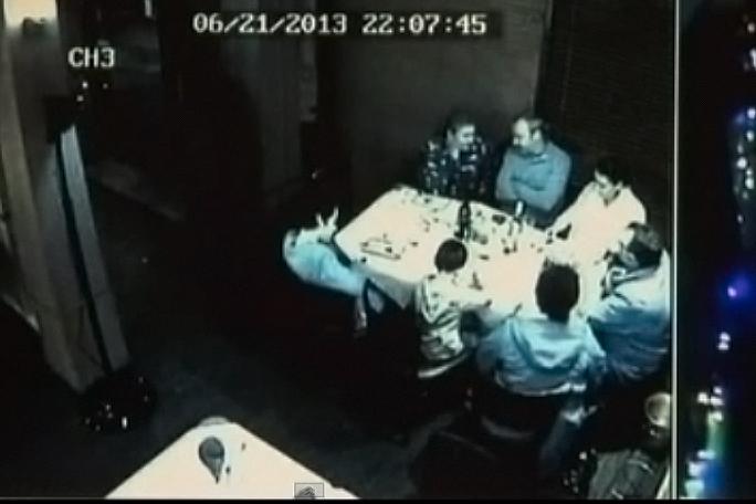Borracho atropello gente en un restaurante, kienyke