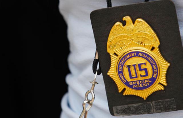 Acusan a agentes de la DEA de celebrar fiestas sexuales con dinero de narcos