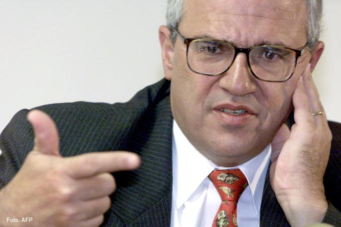 Ernesto Samper Pizano, Kienyke