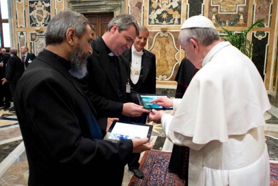 Papa Francisco tablet, Kienyke