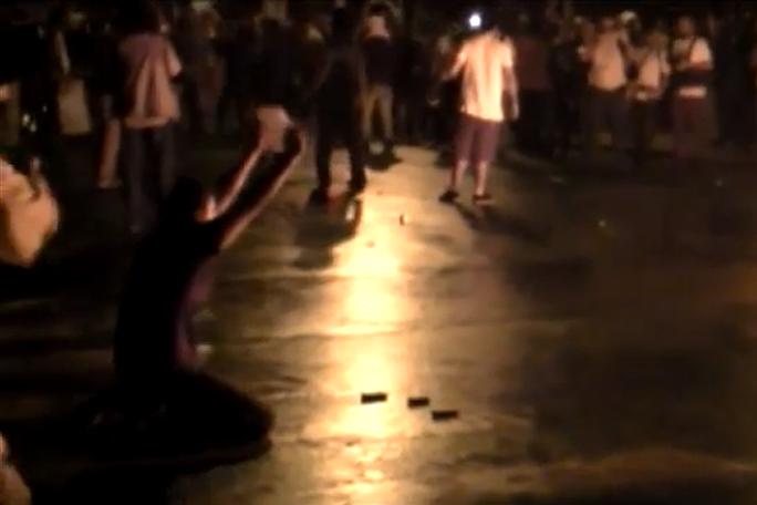 policia quema arma en protesta Brasil, kienyke