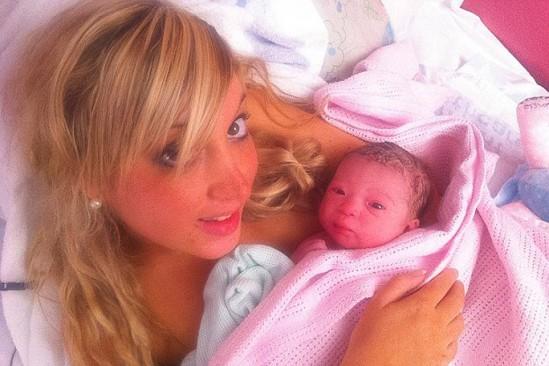 Belleza al dar a luz, Kienyke