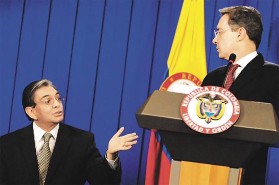 Fabio Valencia Cossio y Alvaro Uribe, Kienyke