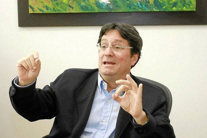 Pacho Santos, kienyke