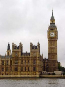 Encuentran rastros de cocaína en 9 baños del parlamento británico
