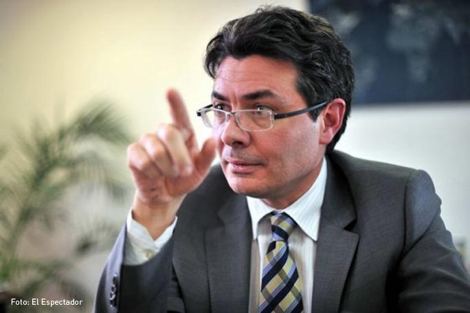 Alejandro Gaviria, Kienyke