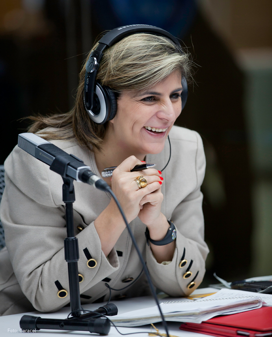 Laura Gil, Kienyke