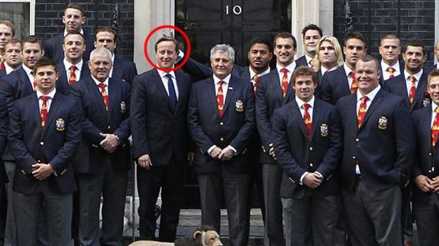 Los 'cuernitos' que le salieron al primer ministro inglés