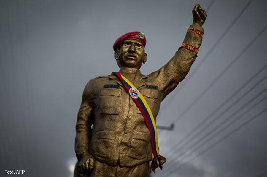 Hugo Chavez, Estatua, Venezuela, Kienyke