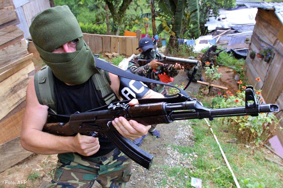 Paramilitares, AUC, Kienyke