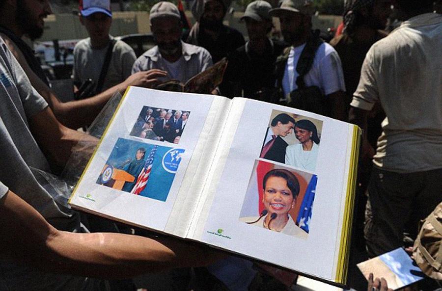 Album de fotos Condolezza Rice y Gaddafi, Kienyke