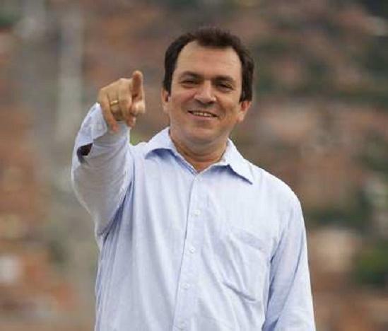 Alonso Salazar va de nuevo por la alcaldía de Medellín