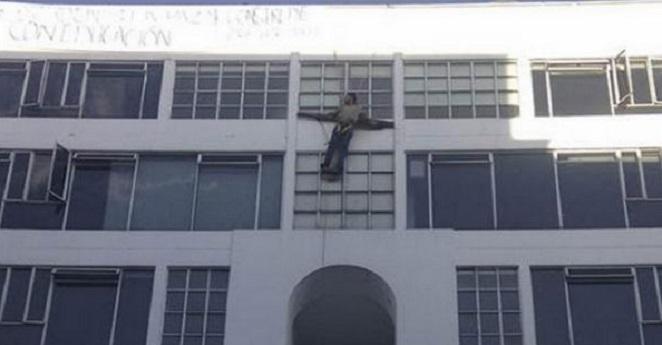 Estudiante de U. San Martín se crucificó en sede de Bogotá