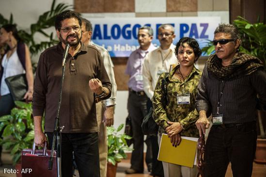 ¿Se está fraguando una alianza entre las Farc y el ELN para atacar en Colombia?