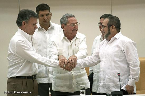 Proceso de paz Juan Manuel Santos Raul Castro y Timochenko