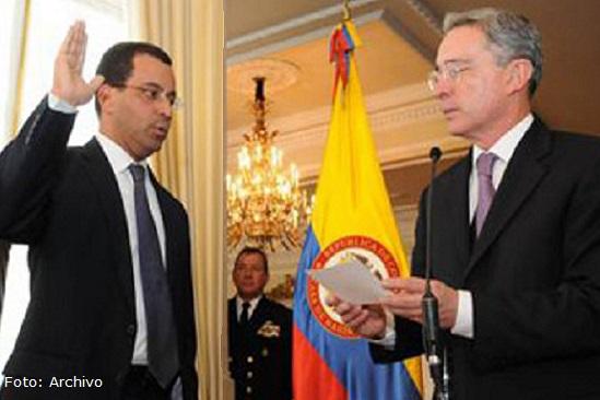 Dos importantes fichas del gobierno Uribe llamadas a juicio por 'chuzadas'