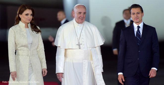 Critican a Angélica Rivera por vestir de blanco en la visita del papa