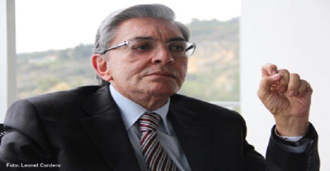 Fabio Valencia Cossio responde a acusación de paramilitarismo