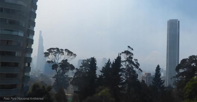 Gigantesco incendio en los cerros orientales de Bogotá