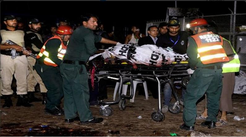 70 muertos y 340 heridos deja atentado suicida en Pakistán