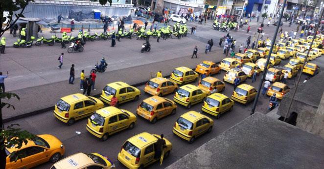 Continúan las protesta de taxistas en el centro de Bogotá