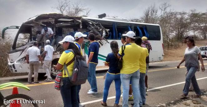Hinchas ecuatorianos sufren accidente de tránsito rumbo al estadio