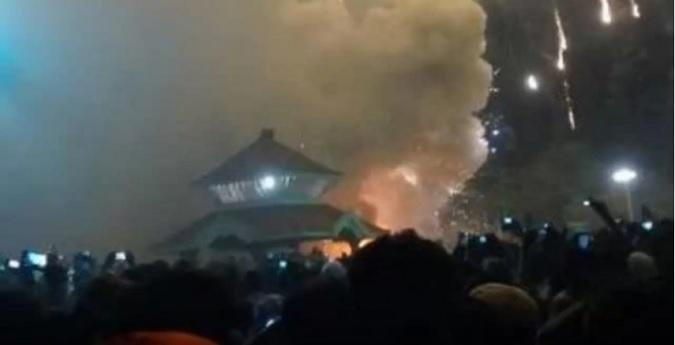 Incendio en India deja centenar de muertos y heridos