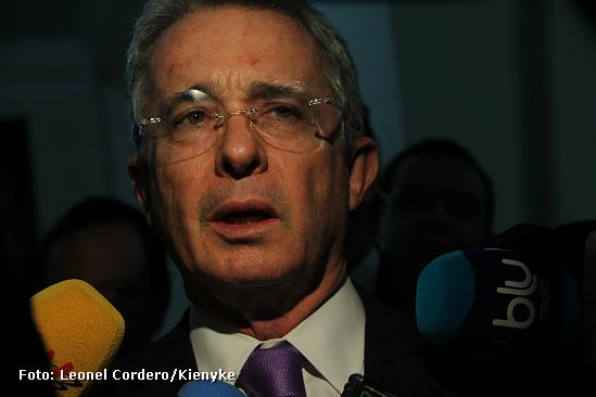 Uribe se justifica