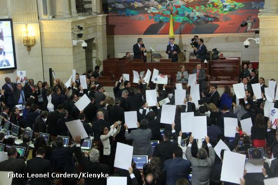 Entre el luto y la esperanza, detalles de una agitada jornada en el Congreso