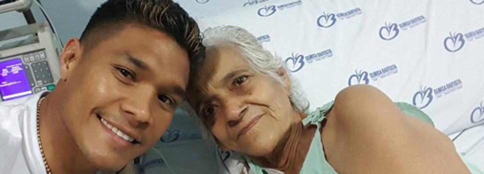 Teófilo Gutiérrez se desmayó en el sepelio de su abuela en Barranquilla