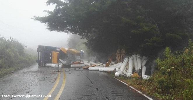Camión de EPM se volcó en Guatapé y causó emergencia