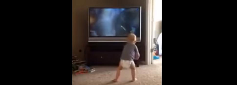 (Video) El bebé que entrena para ser tan fuerte como Rocky Balboa