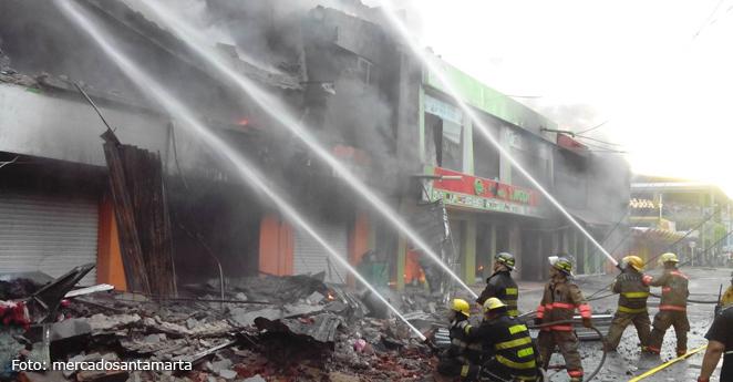 Voraz incendio consume un sector de Santa Marta