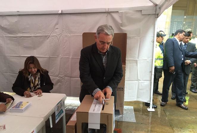 Tras votar NO, Uribe le envió este mensaje a los jóvenes