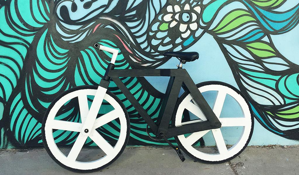 La bicicleta fabricada con materiales reciclables