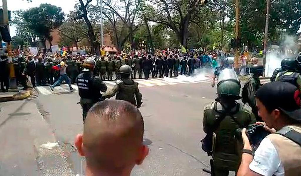 Las Fuerzas de seguridad dispersan las marchas opositoras en Caracas