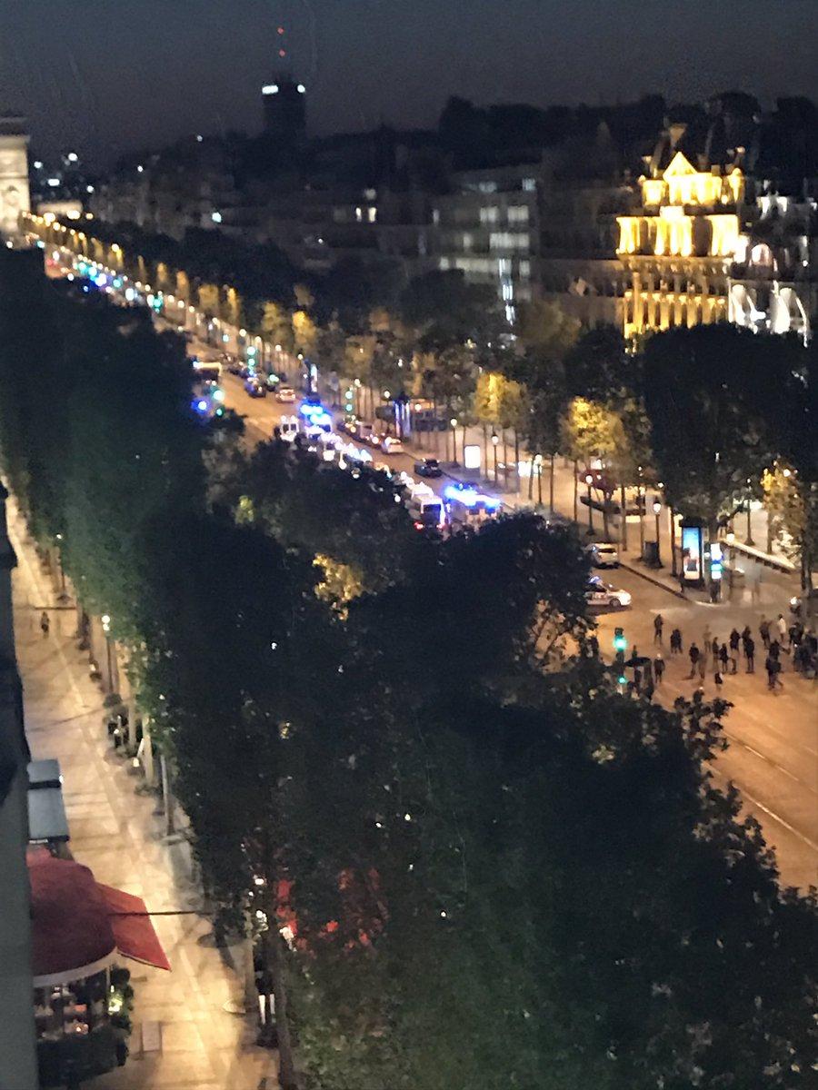 Tiroteo en París: un policía muerto y uno herido