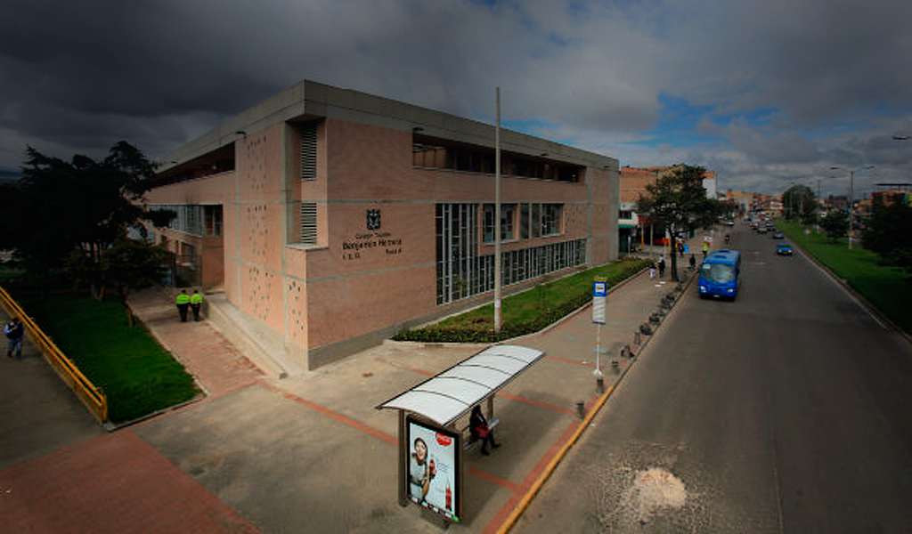 Águilas Negras amenazan a profesores de colegio de Bogotá