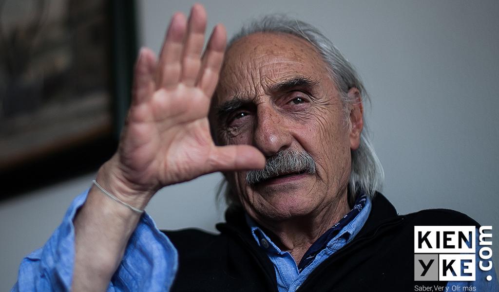 Alfredo Molano, acosado por las pulgas, decide raparse
