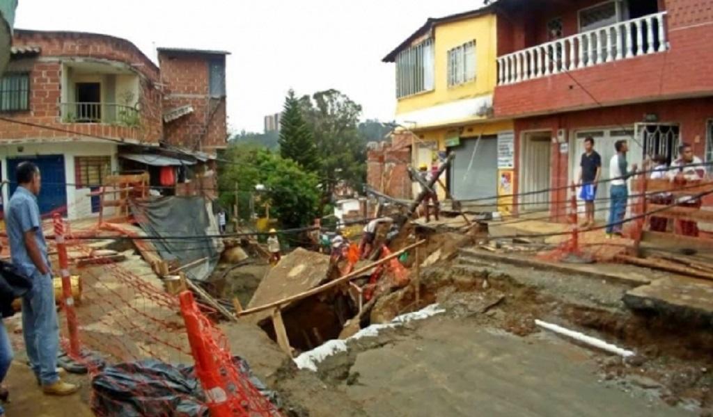 Toda una calle en el municipio de Bello cedió por el invierno